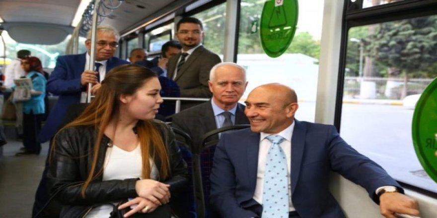 """İzmir'de """"Halk Taşıt"""" Dönemi Başladı! Toplu Taşıma Yüzde 50 İndirimli Hizmet Veriyor"""
