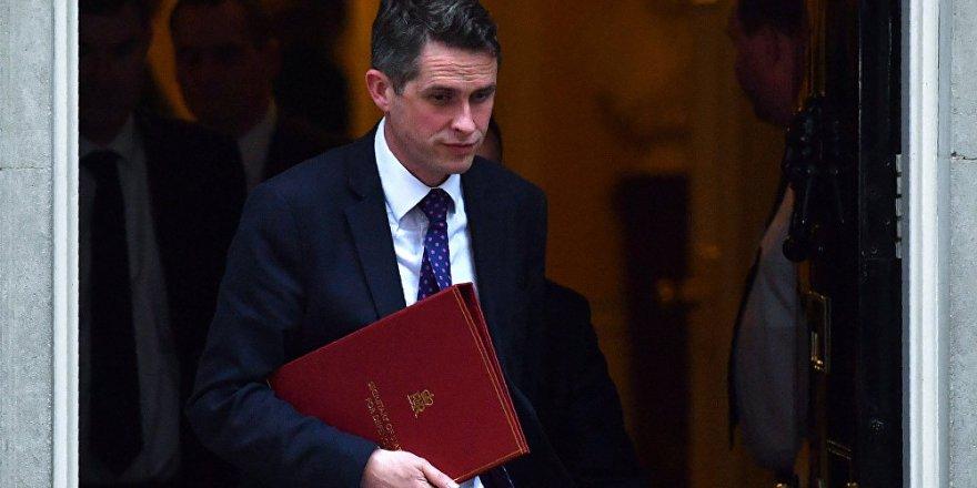 İngiltere'de Huawei sızıntısının 'kellesini uçurduğu' eski Savunma Bakanı için hapis çağrısı