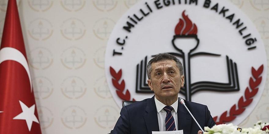 Milli Eğitim Bakanı Ziya Selçuk'un ilk icraatı
