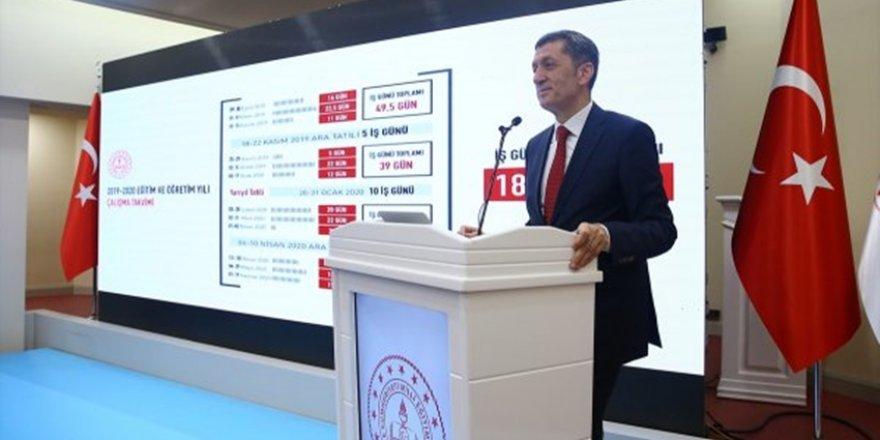 Milli Eğitim Bakanı Selçuk, Öğrencilere Müjdeyi Verdi