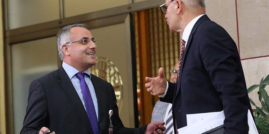 CHP'li Tanal ile Akit muhabiri arasında ilginç diyalog; arabasının anahtarını verdi