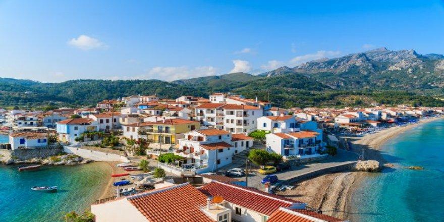 Bu Bayram Yunan'a Yarayacak Türkler Kapıda Vizeye Akın Etti Gidenler Sırada Bekleyecek