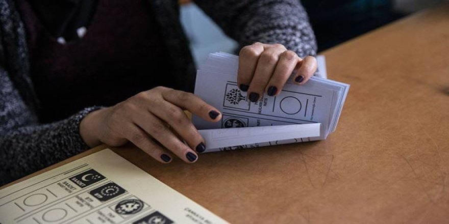 Seçimin İptal Edildiği Üç İlçede Seçmeni İhya Ettiler; İşsiz Kalmamış, Caddeler Asfaltlanmış