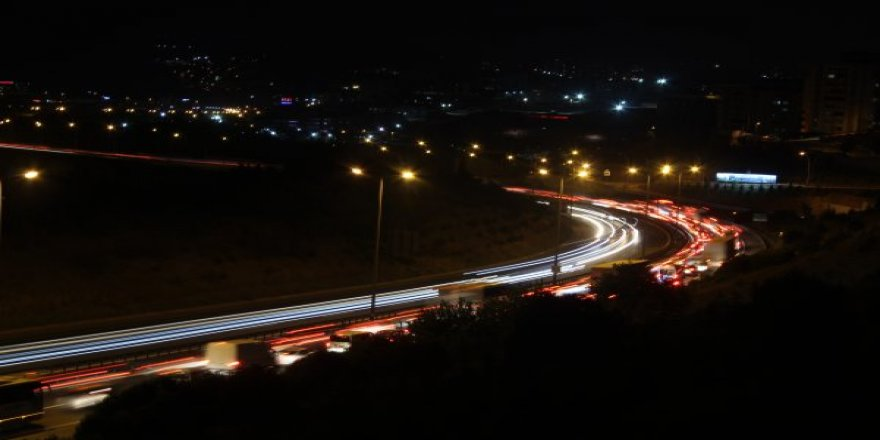 Bayram Tatili Yoğunluğu Sürüyor! TEM'de Trafik Durma Noktasına Geldi