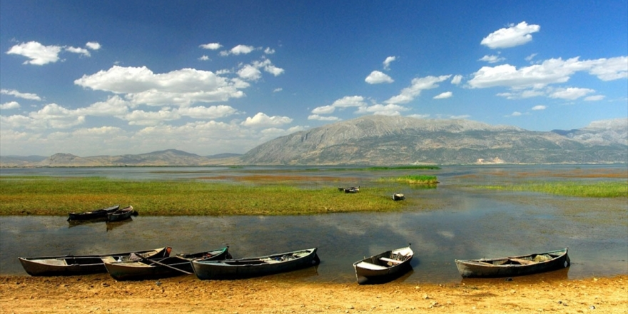 Nilüferleriyle Ünlü Işıklı Gölü Doğaseverleri Bekliyor