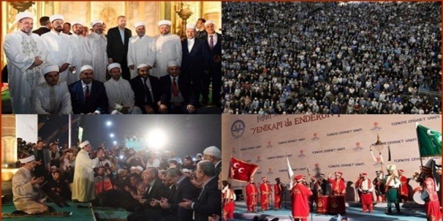 Eski Başbakan Ahmet Davutoğlu Yenikapı'daki Teravih Namazını Yanlış Buldu