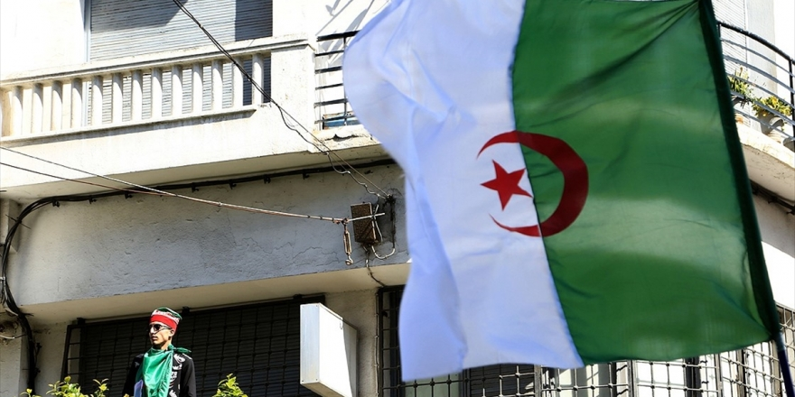 Cezayir Cumhurbaşkanlığı Seçiminin İptalinden Sonra Belirsizliğe İlerliyor