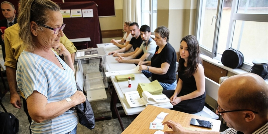 Yenilenen İstanbul Seçimlerinde Oy Verme İşlemi Başladı
