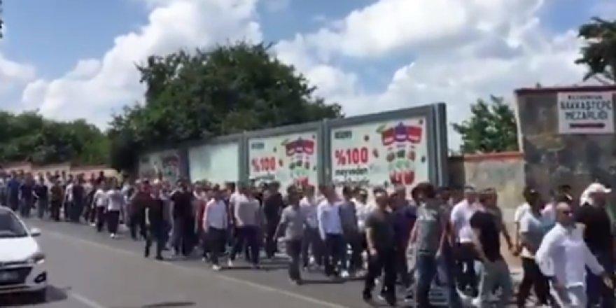 TÜPRAŞ İşçileri, Üsküdar'da Bulunan Koç Holding Binası Önünde Eylem İçin Toplandı