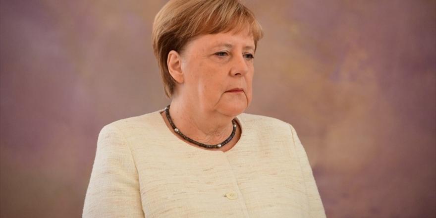 Almanya Başbakanı Merkel İkinci Kez Titreme Nöbeti Geçirdi