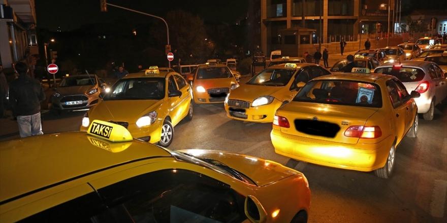 İstanbul'da Turistleri Dolandırdığı İddia Edilen Taksicilere Operasyon: 23 Gözaltı