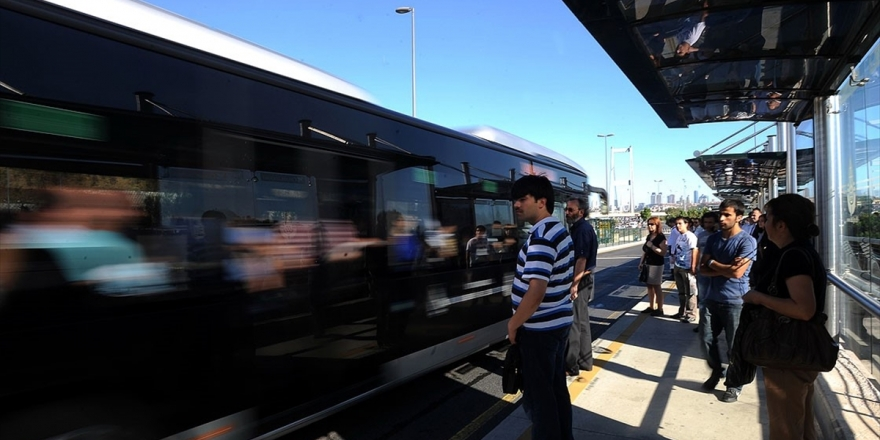 Fsm Köprüsü'ndeki Çalışma Nedeniyle 300 Ek Metrobüs Seferi Konuldu