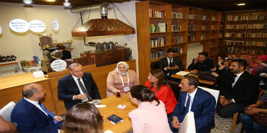 Cumhurbaşkanı Erdoğan'dan Kıraathane ziyareti
