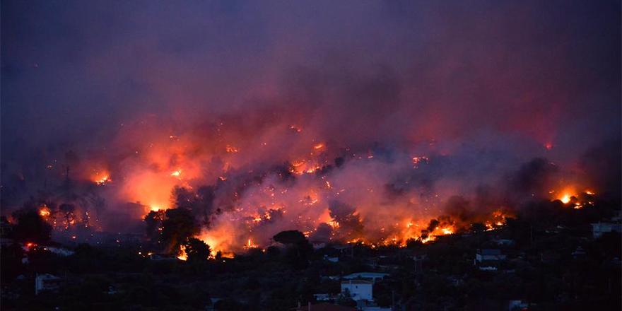 Yunanistan yanıyor: 50 ölü