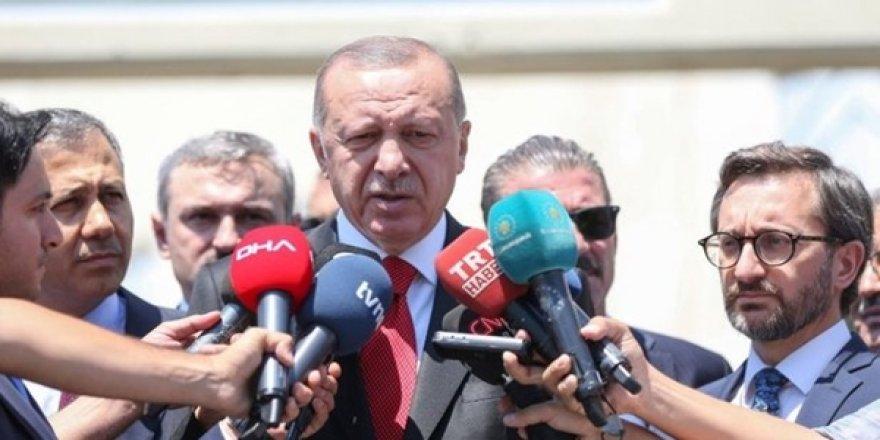 Erdoğan'dan Cuma Namazı Çıkışı Vatandaşlara Çağrı: 15 Temmuz Gecesi Yeşilköy'e Bekliyorum