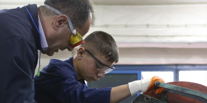 Binlerce Mesleki Eğitim Merkezi Öğrencisine Lise Diploması İmkanı