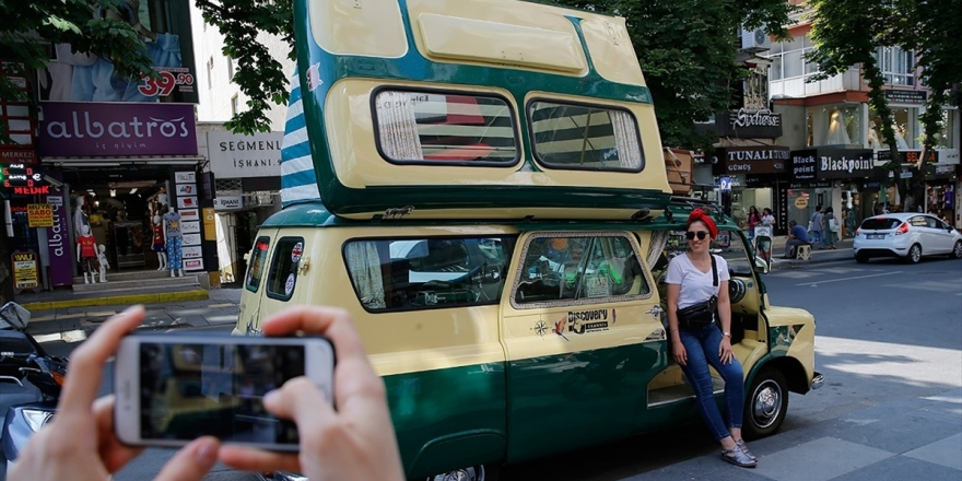 Ankara'nın Nostaljik Aracı Görenleri Hayran Bırakıyor