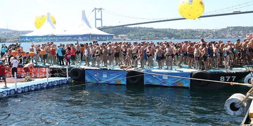 Kıtalararası Yüzme Yarışı'nda 156 Kişi Boğaz'ın Ortasında Kaldı: Botlarla Taşındılar