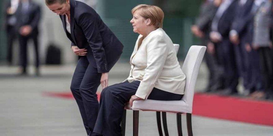 Merkel'in Tatile Çıkarken Yanına Aldığı Kitap Endişeleri Artırdı: Titreyen Kadın ve Sinirlerimin Tarihi