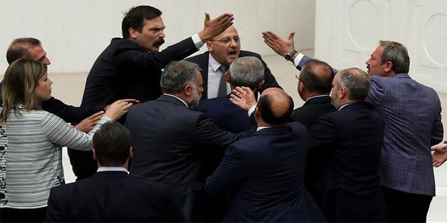 AK Parti'den HDP'li Ahmet Şık'a 100 bin liralık dava