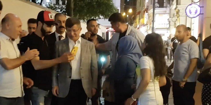 Günün video haberi: Ahmet Davutoğlu Halkın İlgisinden İstiklal Caddesinde Zor Yürüdü