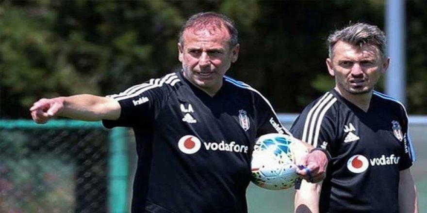 Beşiktaş'ın Antrenörlerinden Orhan Ak İstifa Etti