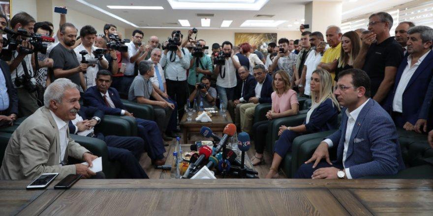 İmamoğlu görevden alınan HDP'li belediye başkanlarını ziyaret etti: Size güç olmak için buradayız