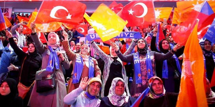 AK Parti'nin Üye Sayısı 1 Yılda 800 Bin Azaldı