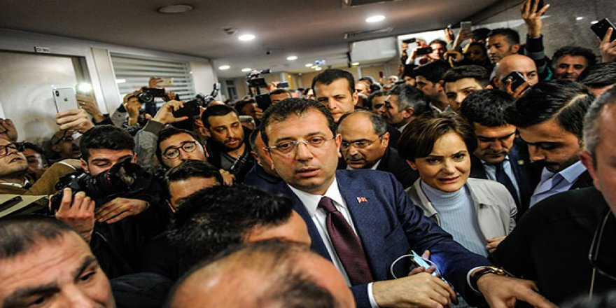 Ekrem İmamoğlu Canan Kaftancıoğlu'na Destek İçin Adliyede Kalabalık Grup Karşıladı