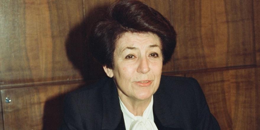 Türkiye'nin İlk Kadın Bakanı Ve Rektörü: Türkan Akyol