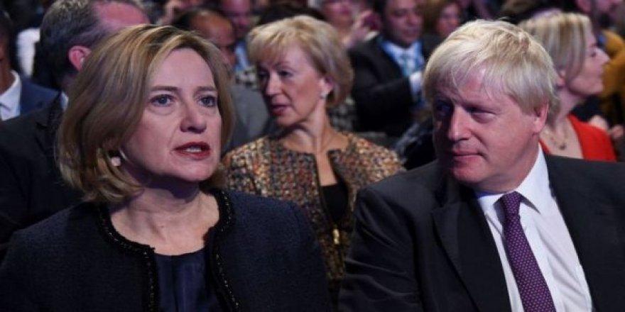 Boris Johnson'ın Kabinesinde Yaprak Dökümü