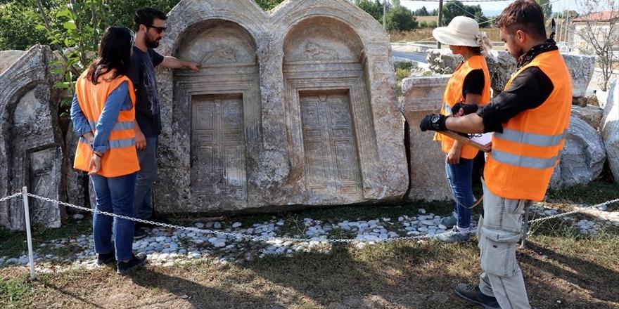 Romalılar Acılarını Şiirlerle Mezar Taşlarına Kazımış