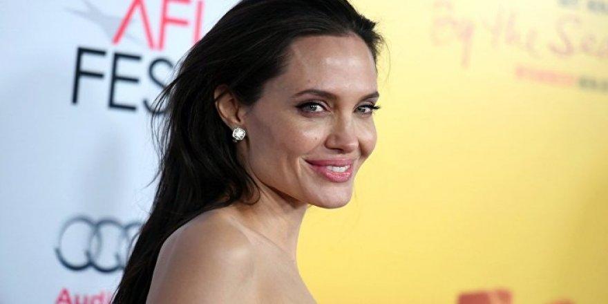 Angelina Jolie'nin Malefiz: Kötülüğün Gücü Filmindeki Rolü İçin Hazırlandığı Anlar Kameralara Yansıdı