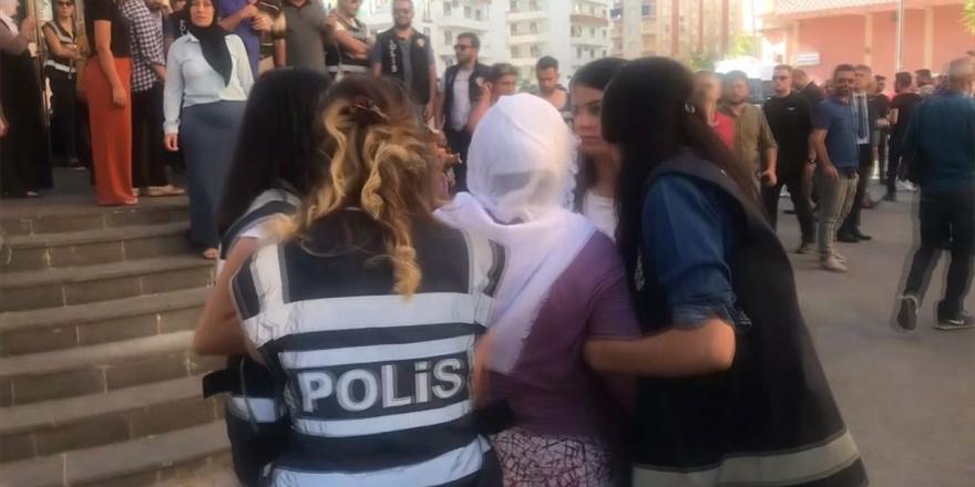 Diyarbakır Annesinden HDP'lilere 'Evladımı Neden Getirmiyorsunuz' Tepkisi