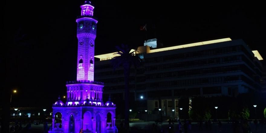 İzmir Saat Kulesi Mor Işıkla Aydınlatıldı