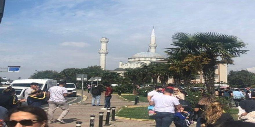 Avcılar'da Minare Çöktü! Kızılay Uyardı: Orta Büyüklükte Bir Deprem ve Devam Edecek