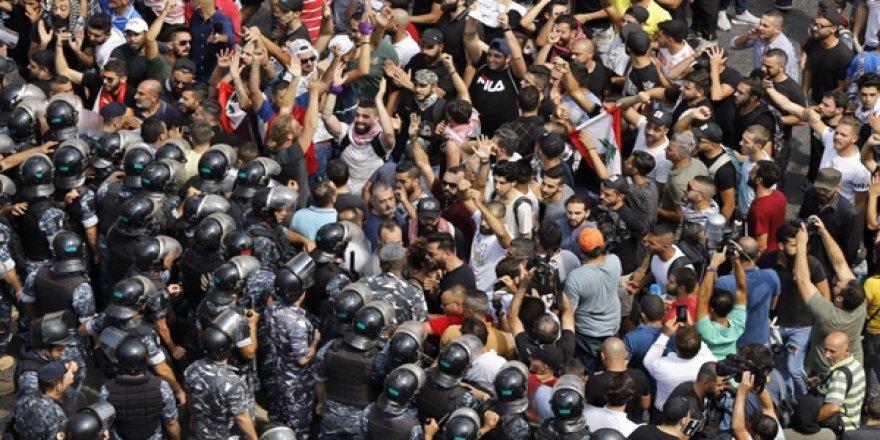 Ekonomik OHAL' İlan Edilen Lübnan'da Kötüye Gidişat Protesto Edildi: Sömürücü Değil, Teknokrat Hükümeti İstiyoruz