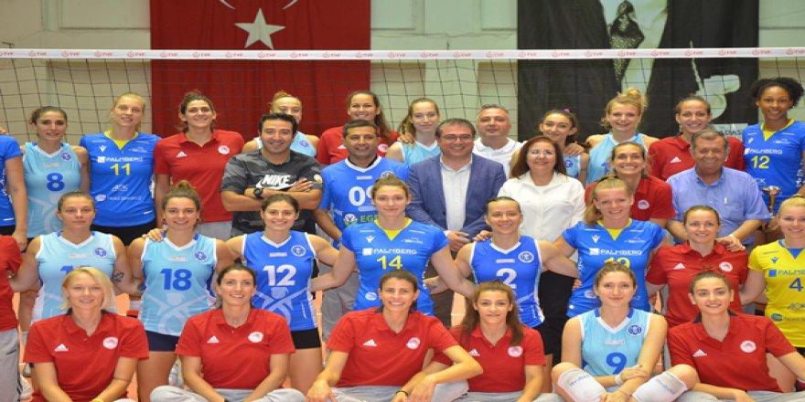 Kuşadası Uluslararası Voleybol Turnuvasında Dostluk Kazandı