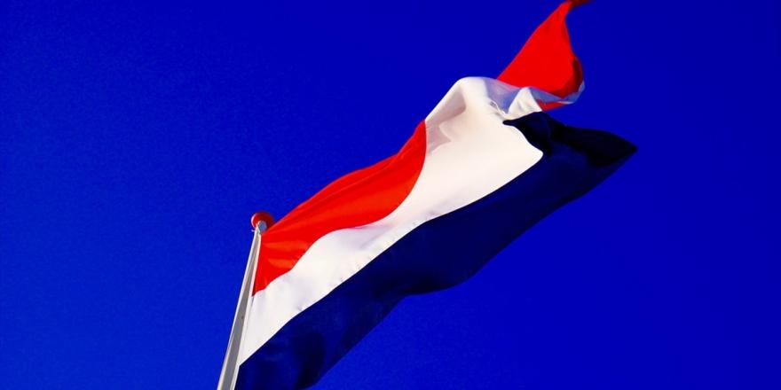 Hollanda'da Koalisyon Hükümeti Mecliste Çoğunluğu Kaybetti