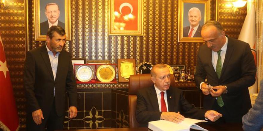 Erdoğan memleketinde AK Parti ilçe başkanlığını ziyaret etti