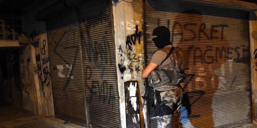 800 Polisle Dev Çete Operasyonu: Gözaltına Alınanlar Arasında Polis İle Cezaevi Müdürü de Var
