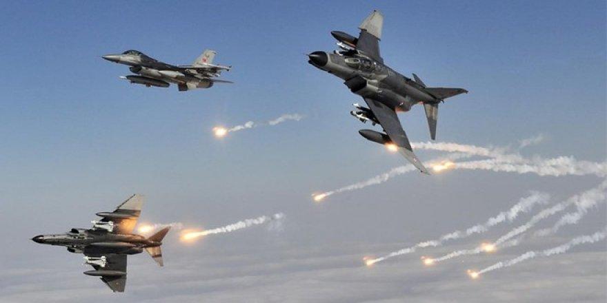 Türk Savaş Uçakları İlerliyor