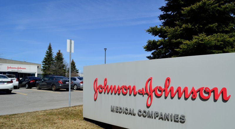 AMERİKAN İLAÇ ŞİRKETİ JOHNSON & JOHNSON, BİR KİŞİNİN FİRMAYA AÇTIĞI DAVA SONUCU 8 MİLYAR DOLAR TAZMİNAT ÖDEMEYE MAHKUM EDİLDİ
