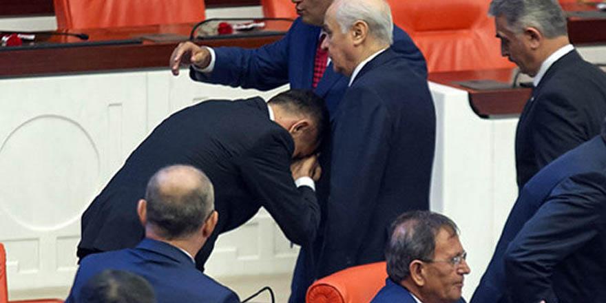 Bahçeli, elini öpen İYİ partili milletvekilini MHP'ye davet etti