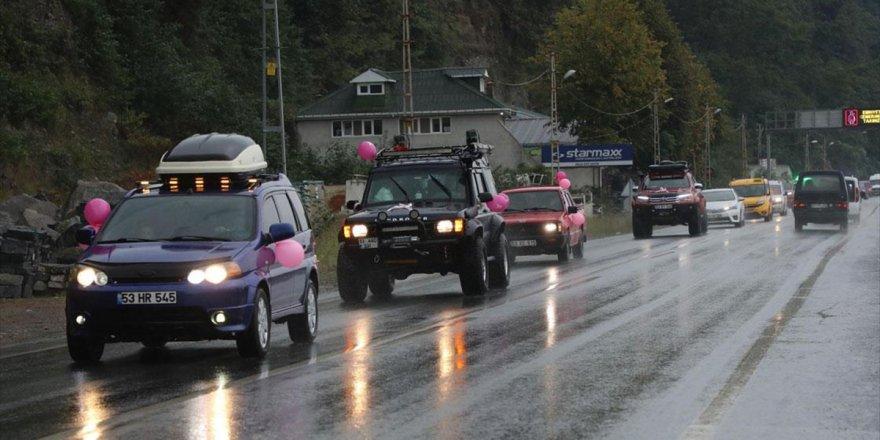 Meme Kanserine Dikkat Çekmek İçin Pembe Balonlarla Süsledikleri Araçlarıyla Konvoy Oluşturdu