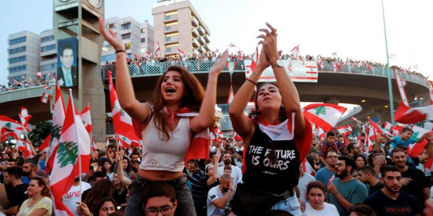 Lübnan hükümeti bakan-vekil maaşlarını yarıya indiren ekonomik reform paketini kabul etti, ama sokaktakiler ikna olmadı