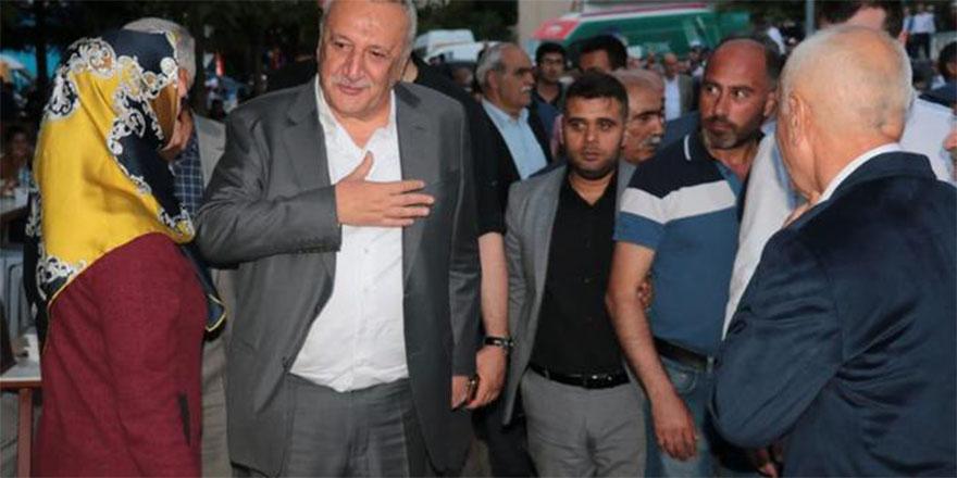 """""""Oğlumun AK Parti'de siyaset yapması benim de gönlümü hoşnut etti"""""""