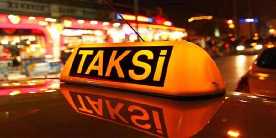 Taksisine binen genç kadına tecavüz etti
