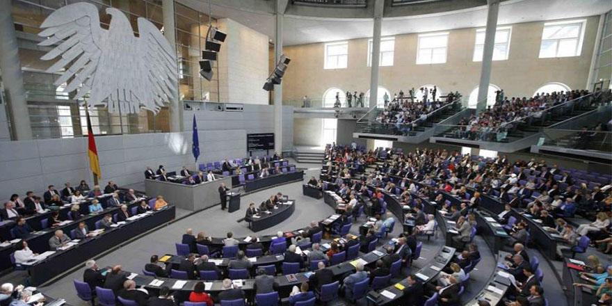 """Alman liderin """"Türkiye'ye mali yardım"""" önerisi siyaseti karıştırdı"""