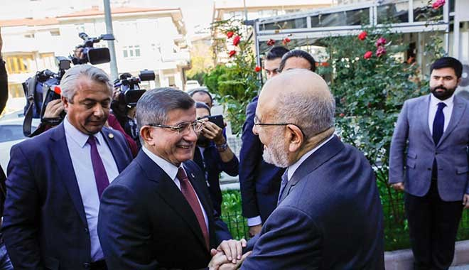Temel Karamollaoğlu ile Ahmet Davutoğlu bir araya geldi